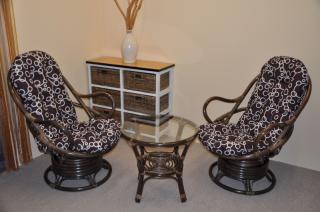 Ratanová souprava Swivel + stolek hnědá, polstry bubliny